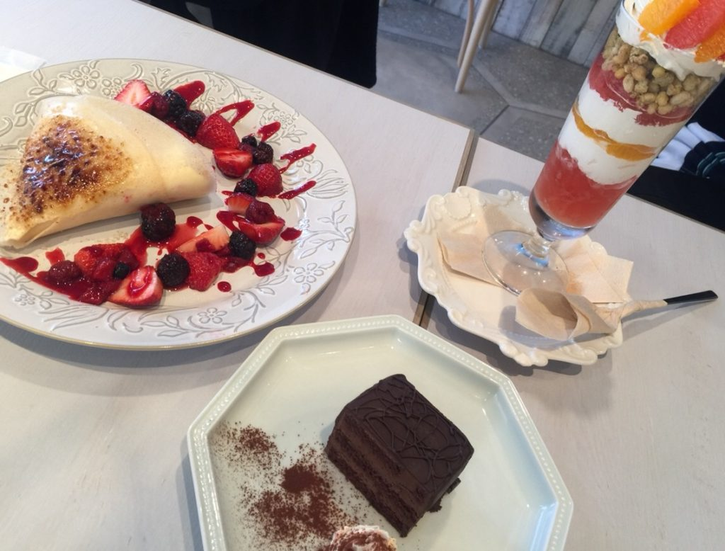 Vegan crepe, chocolate cake and parfait.