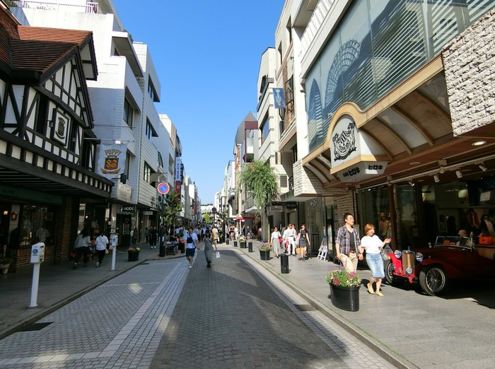 Motomacho Shopping District in Yokohama. Picture of streets.