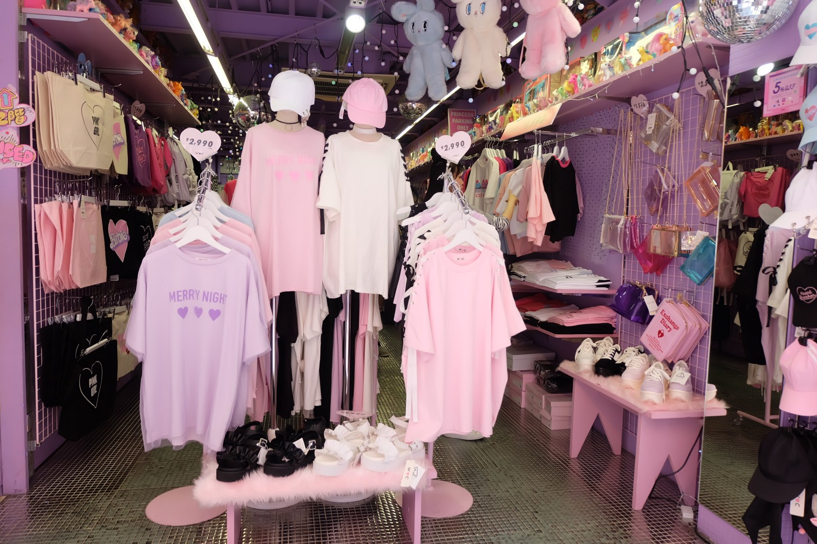 Tokyo's CHEAP But Super CUTE Fashion Stores