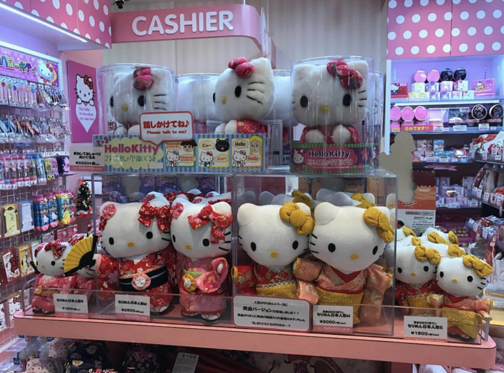 Hello kitty plushies dressed in Kimono